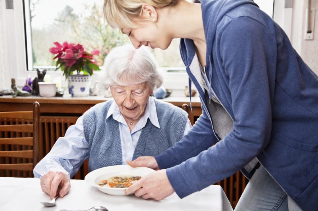 Опекунство над пожилым человеком: кто может, оформление, льготы