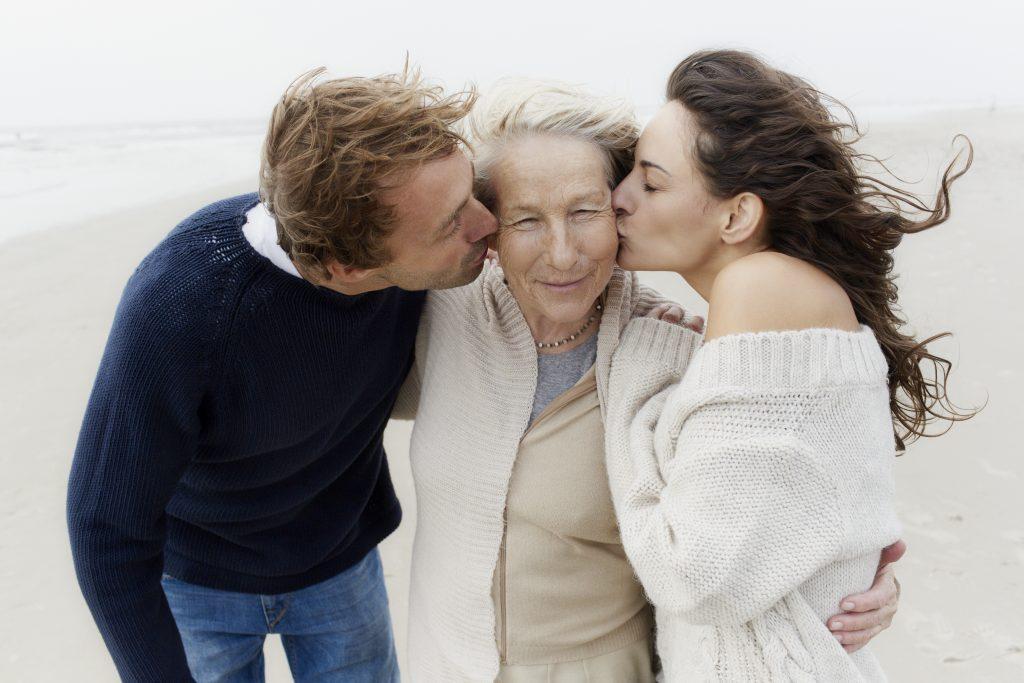 Алименты на пенсионера с детей: условия получения, сумма, советы